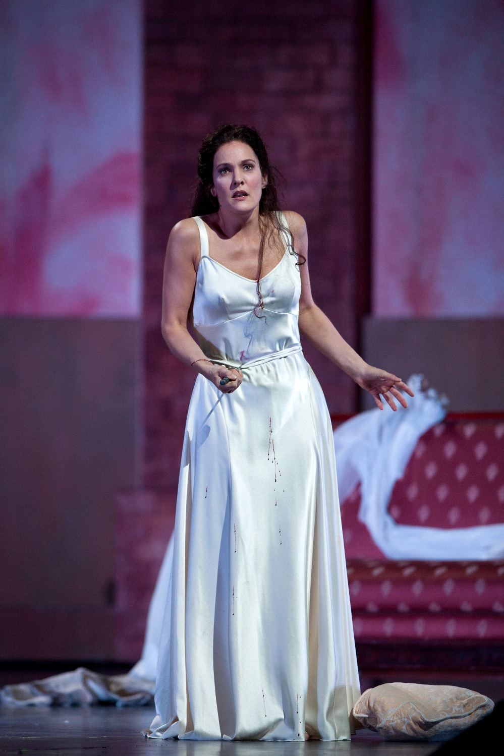 dessay met hamlet The metropolitan opera in new york has announced that coloratura soprano natalie dessay has withdrawn from their up-coming production of ambroise thomas' hamlet due to illness.