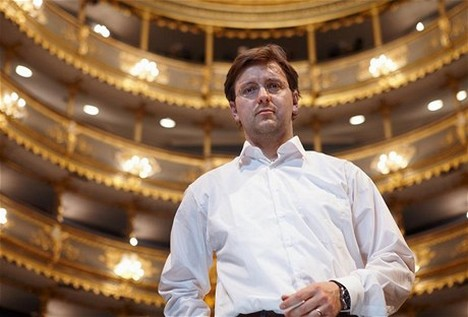 Šéfdirigent ND kritizuje platy i nástrojové vybavení hráčů