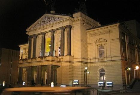 O připojení Státní opery k Národnímu divadlu bude jednat tripartita