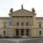 Poslanci ke změnám v Národním divadle a Státní opeře