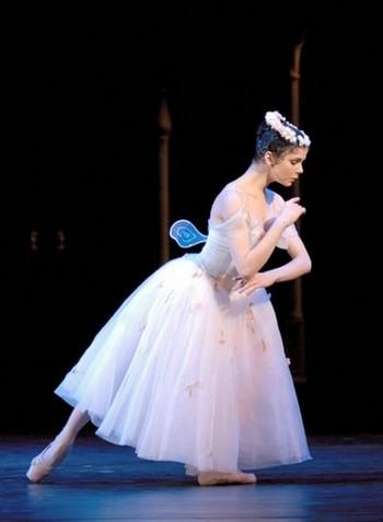 Balet v kině v nové sezoně: Bajadéra i Svěcení jara, Bournonville i Kylián
