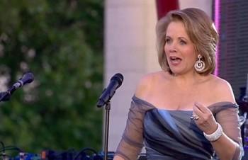Londýn kvůli královně šílel, zazpívat přiletěla i Renée Fleming