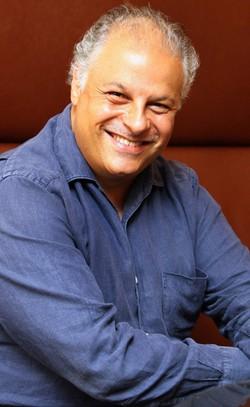 Tolga Kashif: Hudba sděluje poselství v různých žánrech