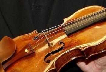 Ztratil zapůjčené housle za 100 miliónů