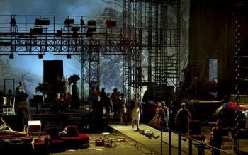 Bombastická událost v Drážďanech: opera o 111 rolích pro 50 sólistů