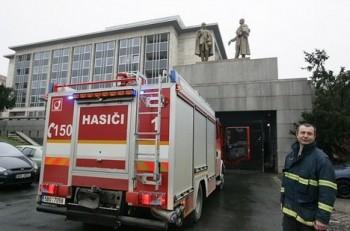 Rusalku museli zachraňovat hasiči