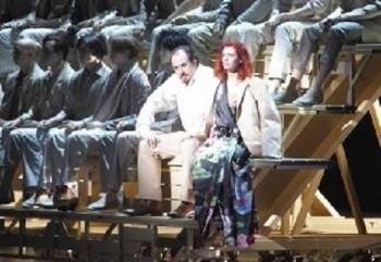Mnichov: Rigoletto s Gildou na tribuně, Monterone u řečnického pultu