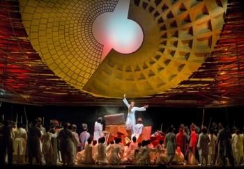 Trojané v Met: velká kritika režie, výhrady ke zpěvákům i k orchestru