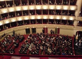 Plachetka Vídeňské státní opeře opět vytrhl trn z paty