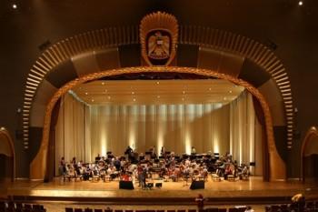 Česká filharmonie v Emirátech: z Abú Dhabí píše David Mareček