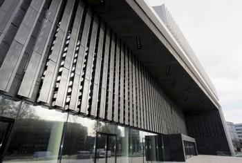 Světová premiéra Glassovy opery Stopy zbloudilých otevřela nové divadlo v Linci
