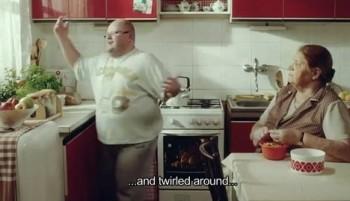 Národní divadlo má reklamu s tlustým baleťákem