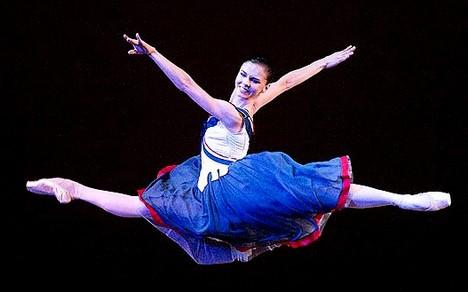 Natalia Osipovová už dva roky tančí v Británii