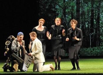 Kouzelná flétna v Baden-Badenu: Společenstvo hrobníků a tři veselé vdovy