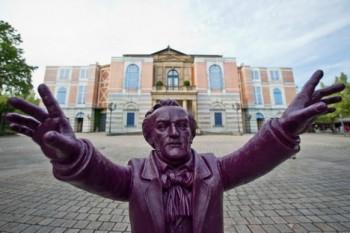 Při Soumraku bohů zemřel v hledišti bayreuthského Festspielhausu jeden z diváků