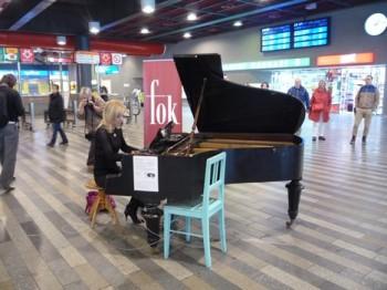 Olga Kern hrála na pražském Hlavním nádraží