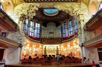Glosa: Opera anebo show?