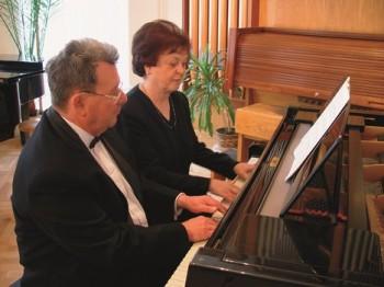 Padesát let společně u klavíru