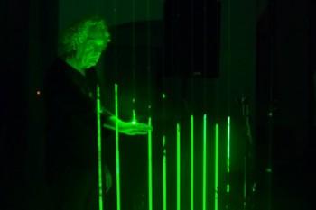 Alan Vitouš a Clarinet Factory představili nový nástroj – laserovou harfu