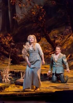 Antonín Dvořák: Rusalka – Renée Fleming (Rusalka), Piotr Bezcala (Princ) – Met Opera New York  (foto Ken Howard)