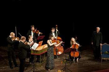 Iva Kramperová (housle), Barocco sempre giovane, Alfred Strejček (recitace) – Holice 2014