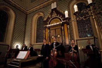 Hommage a J. S. Bach – Barocco sempre giovane, Ad-El Shalev (cembalo, dirigent) – Synagoga Heřmanův Městec 2014 (foto Lada a Miloš Kolesárovi)