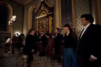 Hommage a J. S. Bach – Barocco sempre giovane, Julie Braná (flétna), Jakub Kydlíček (flétna) – Synagoga Heřmanův Městec 2014 (foto Lada a Miloš Kolesárovi)