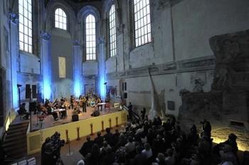 Zveme na Benefiční galakoncert pro Operu Plus, tentokrát s českou operou