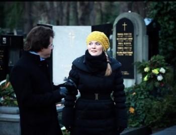 Jakub Hrůša s Alžbětou Poláčkovou na hřbitově