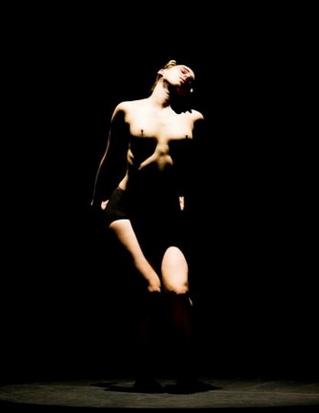 Marie Chouinard přivezla na Tanec Praha kultovní Svěcení jara a roztančené kresby