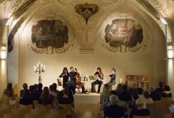 "Flétnové kvartety pro ""Holanďana"" – Anne Freitag (traverso), Anaïs Chen (housle), Martina Bischoff (viola), Daniel Rosin (violoncello) – Klášter sv. Jiljí Praha 2014 (foto Martin Bílek)"