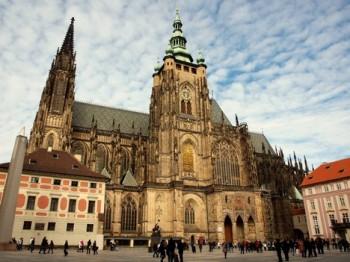 Mše na Pražském hradě připomene 670. výročí katedrály sv. Víta