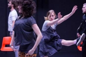 Tanec Praha: méně tance, více slov?