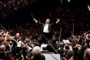 Izraelská filharmonie a Zubin Mehta uzavřou Dvořákovu Prahu