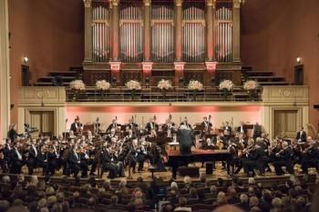 Česká filharmonie zahájila novou sezonu, sólistou večera byl Behzod Abduraimov