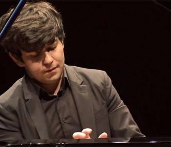 Česká filharmonie zahájila s Behzodem Abduraimovem