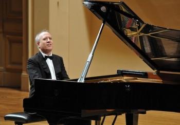 Italský pianista Bellucci rozezněl Rudolfinum Lisztem a Chopinem