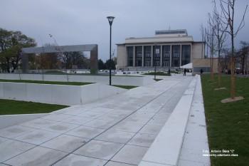 Fotoreportáž: Světelná stěna u Janáčkova divadla a návrat skladatelův