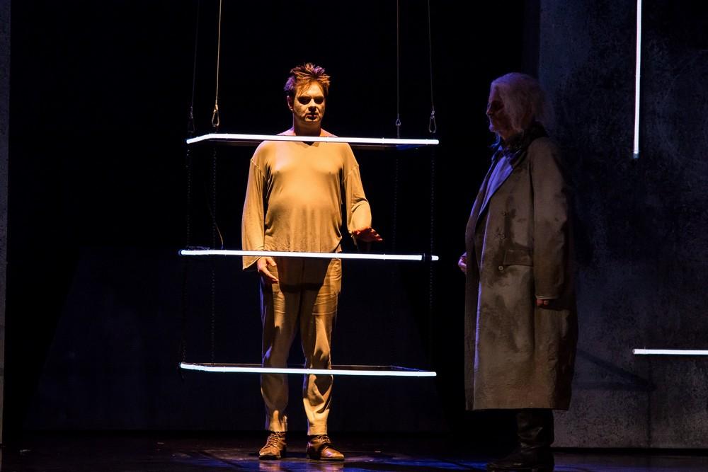 Viktor Ullmann: Pád Antikrista – Milan Vlček (Umělec) – Moravské divadlo Olomouc 2014 (foto Pavel Malý)