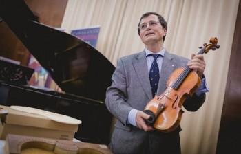 V královéhradeckém ateliéru Pilařů se housle stavějí už devadesát let
