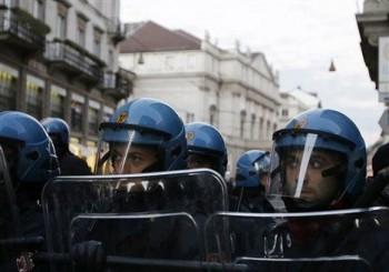 Bouřlivé protesty před La Scalou