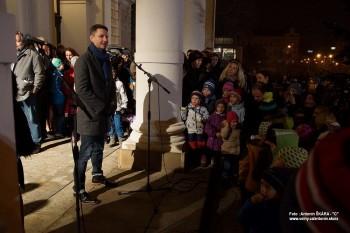 Fotoreportáž: Vánoční strom rozsvítili i před divadlem v Brně