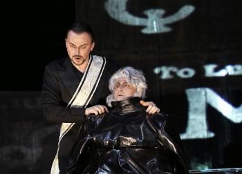 Trumfy Mefistofela ve Státní opeře? Orchestr a sbor