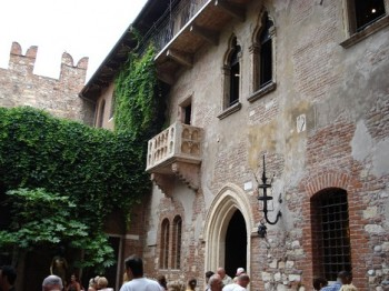 Balkón Kapuletů ve Veroně: Chcete se podívat? Nejdřív za pohled na něj zaplaťte!