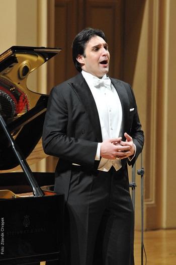 Adam Plachetka svým písňovým recitálem zvedl Rudolfinum ze židlí