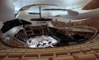 V Paříži se otvírá nový koncertní dům od Jeana Nouvela