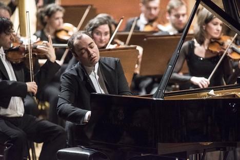 Smyčce České filharmonie v plném lesku a úžasný Alexander Melnikov