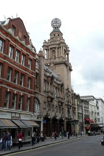 Finanční problémy Anglické národní opery pokračují, hrozí jí zastavení dotací