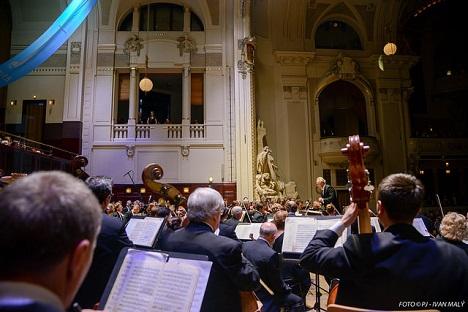 Když orchestr dýchá jako jeden. Šostakovičova Leningradská s Petrohradskou filharmonií