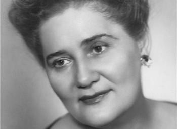 Od medicíny zběhla k opeře a v Národním se stala hvězdou. Před 100 lety se narodila Drahomíra Tikalová